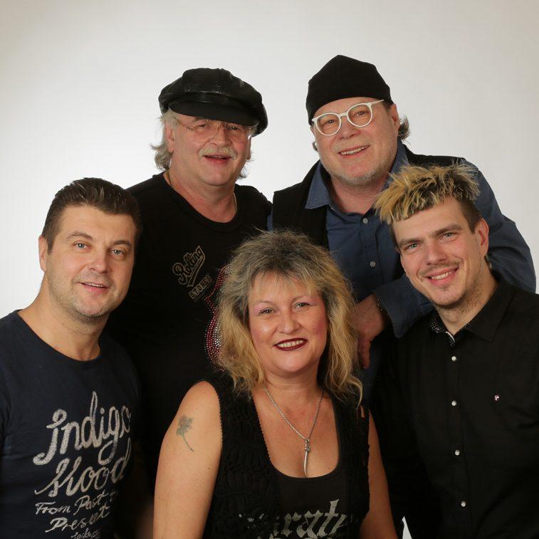 Anne-Bonny-und-Band